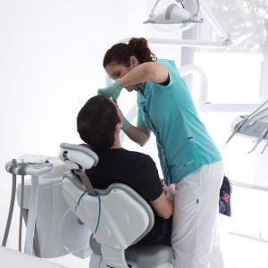 Clínica Dental Avilés y Román